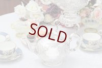 アンティークシルバー、シルバープレート製、ヴィクトリアン ロココ Martin, Hall & Co.薔薇とお花 スクロールの打ち出しティーポット