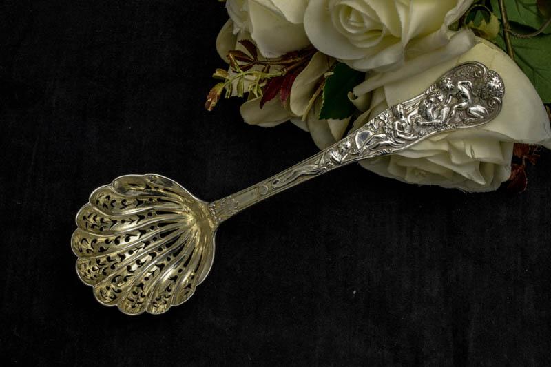 画像1: 純銀製(925)1879年 ローマンバカナリアン デザイン シュガーシフタースプーン