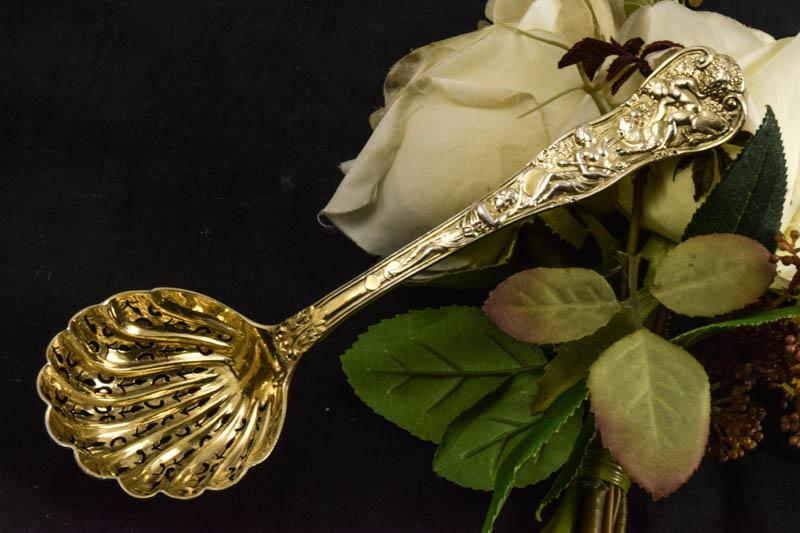 画像1: 純銀製(925)1895年 金鍍金 ローマンバカナリアン デザイン シュガーシフタースプーン