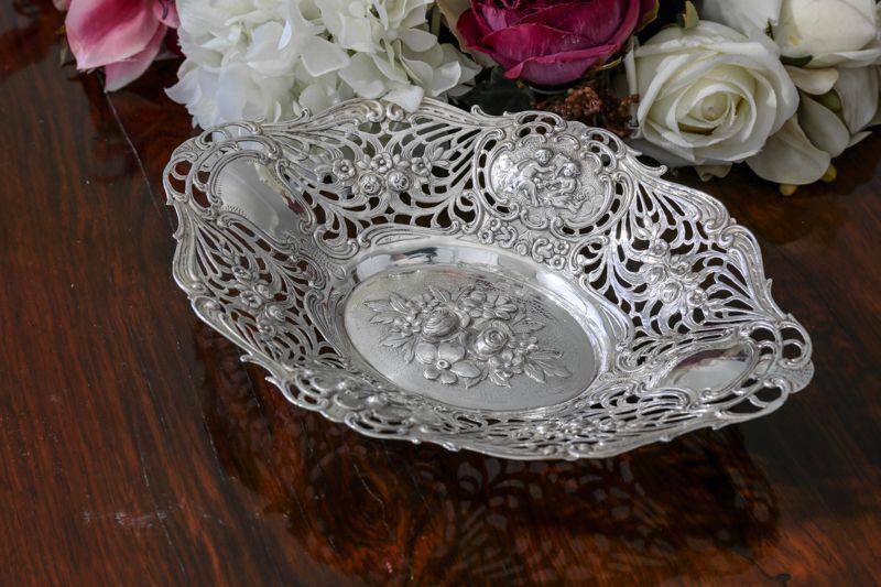 画像1: 純銀製(800) 薔薇とエンジェルの打ち出し彫刻 ロココスタイル ボンボンディッシュ