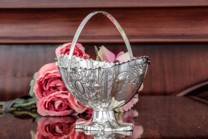 画像2: シルバープレート製 ヴィクトリア時代後期 手彫りのお花 シュガーバスケット