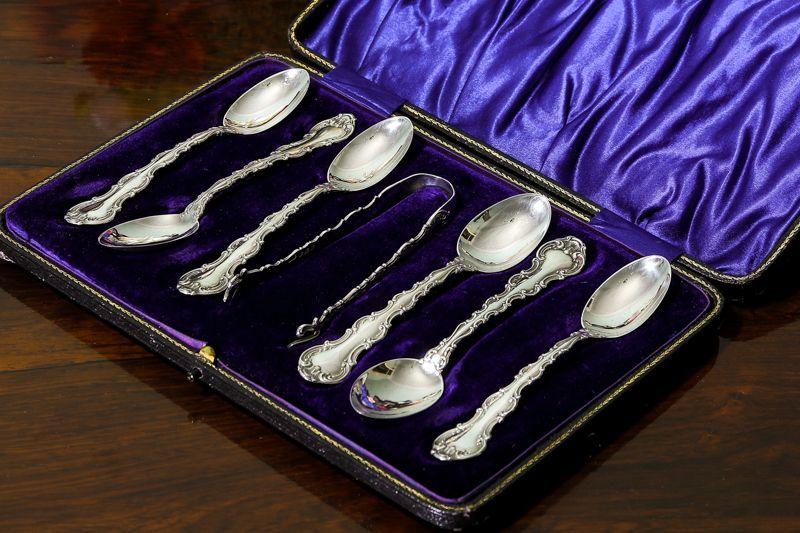 画像1: 純銀製(925)アンティークシルバー 1912年 スクロール装飾のフリル付きティースプーン6本 & シュガートングセット