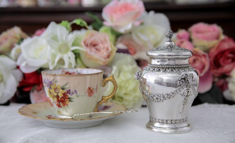 画像1: 純銀製(925) 1881年 インポート 薔薇とお花のガーランド ティーキャディー