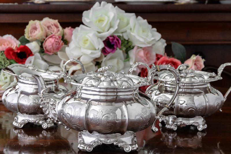 画像1: 純銀製(800)1860年前後 ベルギー製 メロン型 お花の摘み ティー3点セット