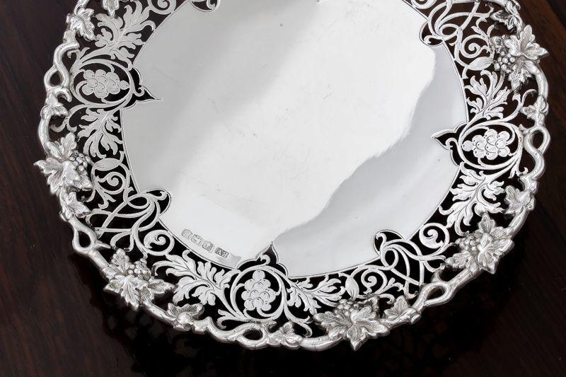画像2: 純銀製(925) 1948年 葡萄と葉、スクロールの透かし細工ボンボンディッシュ/ミニコンポ―ト