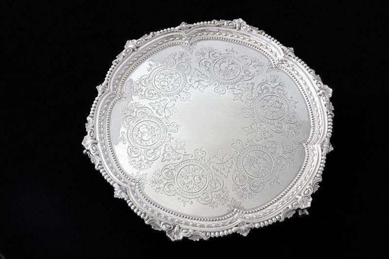 画像1: 純銀製(925) 1873年 Martin,Hall Co. 薔薇とお花の手彫り彫刻 大きめ42.5cmサルヴァ