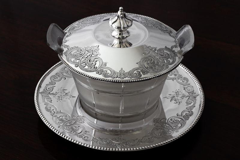 画像1: 純銀製(925) 1860年 手彫り装飾 オリジナルガラス 蓋物 バターディッシュ