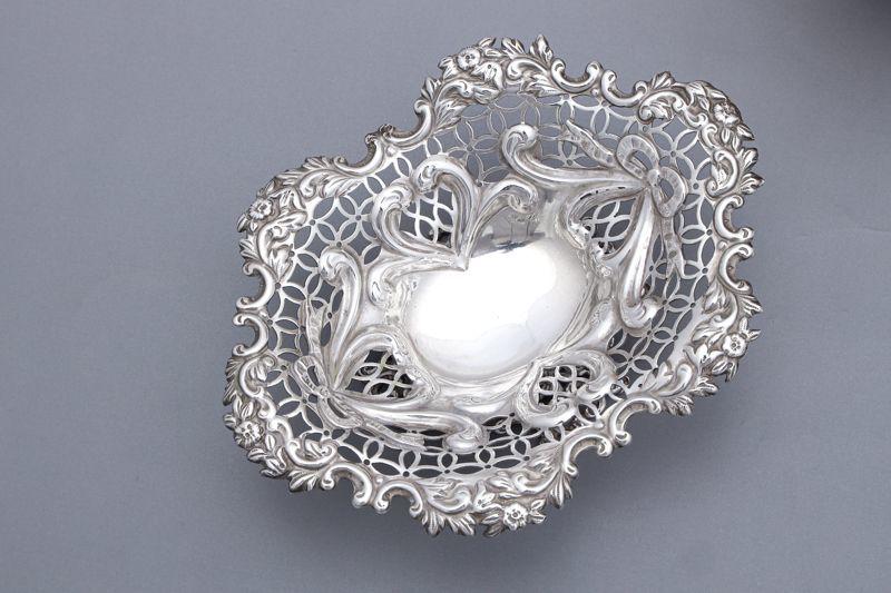 画像4: アンティークシルバー 純銀製(925)  1890年 リボンと ハートモチーフ ボンボンバスケット