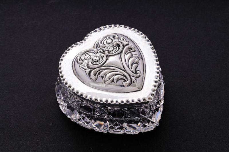 画像1: 純銀製(925) 1903年ハート形 ハンドカットクリスタルグラス ジュエリーボックス