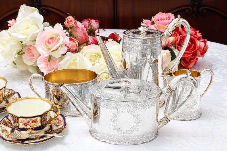 画像1: アンティークシルバー、純銀製(925) 1876年 葉模様のリースとリボン カンシェイプ ティー&コーヒーセット