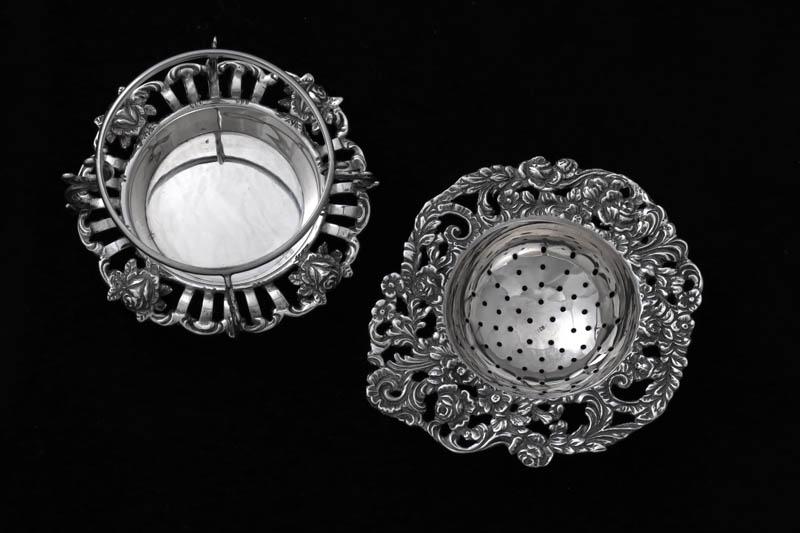 画像2: アンティークシルバー、純銀(835)  オランダ 薔薇の 透かし細工のスタンド付きティーストレイナー