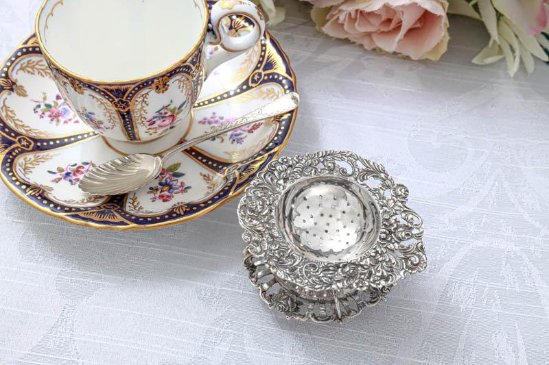 画像3: アンティークシルバー、純銀(835)  オランダ 薔薇の 透かし細工のスタンド付きティーストレイナー