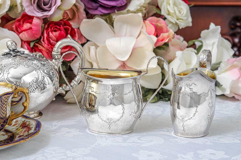 画像1: アンティークシルバー、純銀製(925) 1909年 リボンガーランド バチェラーサイズクリームジャグ&シュガーポット