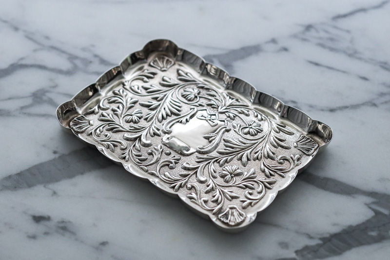 画像2: アンティークシルバー、純銀製(925)  1900年 マッピン&ウェッブ リボン、お花と葉模様彫刻  ピンディッシュ/スモールトレイ