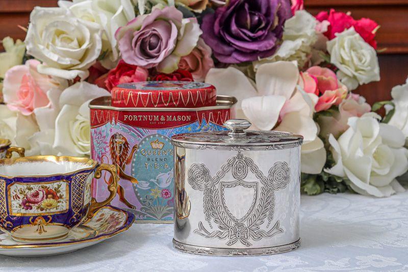 画像1: アンティークシルバー、シルバープレート 1920-30年代 お花とリボンのガーランド ティーキャディー