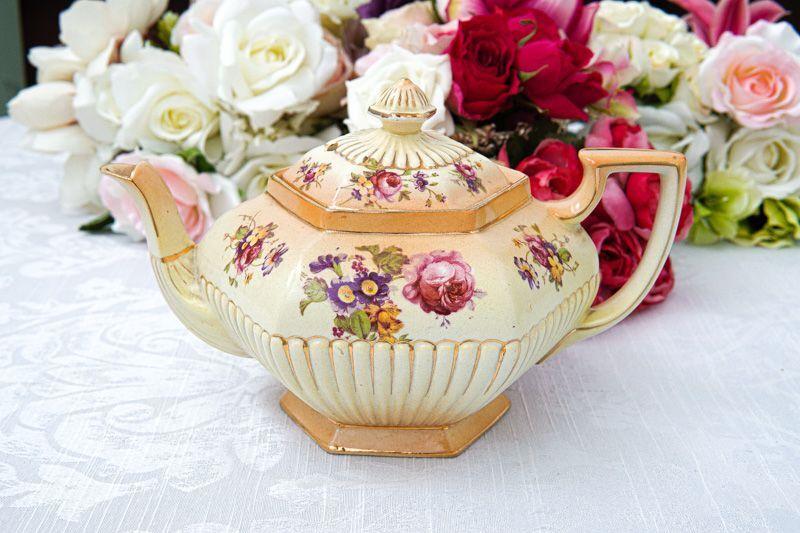 画像1: アンティーク陶器 1920年前後 アイボリーブラッシュ風 薔薇とお花のティーポット