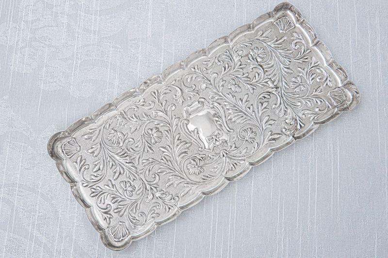 画像2: アンティークシルバー、純銀製(925)  1904年 マッピン&ウェッブ リボン、お花と葉模様彫刻  ヴァニティートレイ