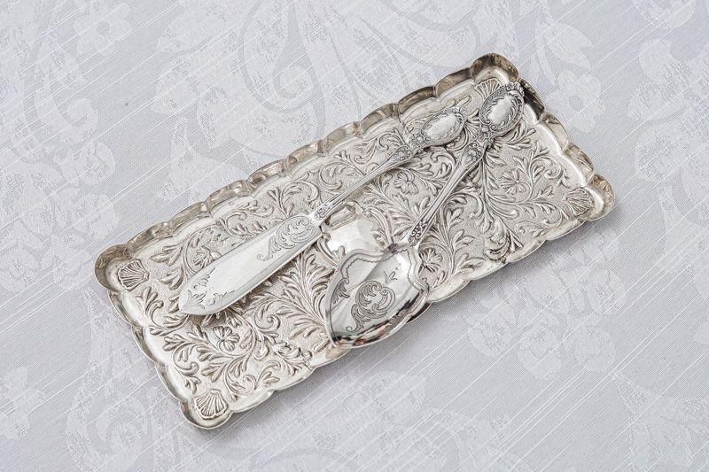 画像1: アンティークシルバー、純銀製(925)  1904年 マッピン&ウェッブ リボン、お花と葉模様彫刻  ヴァニティートレイ